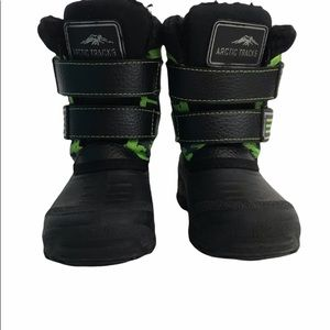 Boys Youth Size 3 Arctic Tracks Hawks Boots Light-Up In Back Black & Green